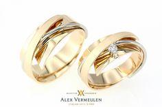 Matching Wedding Rings, Wedding Ring Styles, Wedding Ring Box, Wedding Ring Designs, Wedding Band Sets, Ring Ring, Couple Ring Design, Gold Jhumka Earrings, Couple Rings
