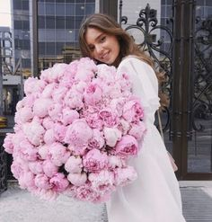 You would always like to make valentine day a special day of your life. Thus, you need to order flowers for valentine's day online. Luxury Flowers, My Flower, Fresh Flowers, Pink Flowers, Beautiful Flowers, Pink Roses, Wedding Bouquets, Wedding Flowers, Rose Pastel