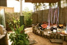 Outdoor sand area. For more inspiring classrooms visit: http://pinterest.com/kinderooacademy/provocations-inspiring-classrooms/ ≈ ≈