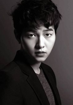 Image uploaded by Nanou Noona. Find images and videos about song jung ki on We Heart It - the app to get lost in what you love. Asian Actors, Korean Actors, Descendants, Song Joong Ki Photoshoot, Seo Dae Young, Korean Drama Funny, Hot Korean Guys, Korean Men, Song Joon Ki