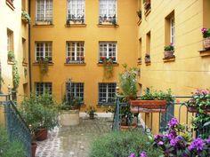 Ancienne Brûlerie Saint-Jacques 9, rue de l'Estrapade Paris 75005.