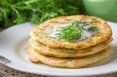 I pancake di zucchine e ricotta sono una variante sfiziosa e salata dei classici pancake americani da colazione. Ecco come prepararli