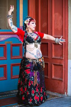 "Wendy Allen (FatChanceBellyDance® emeritus): ""A Visual and Spoken History of ATS®"" (2 hours) and ""Shapes, Phrasing and Movement"" (2 hours), ""History of ATS"" (1.5 hours), ""The Fat Chance Flair"" (2 hours). Total: 7.5 hours."