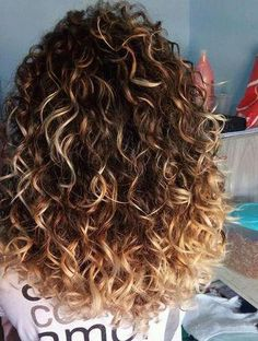Curl and color ombre curly hair, curly balayage hair, style curly hair, blonde Ombre Curly Hair, Colored Curly Hair, Curly Hair Tips, Short Curly Hair, Wavy Hair, Curls Hair, Kinky Hair, Color For Curly Hair, Curly Hair Cuts Medium