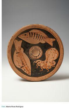 Museo Arqueológico Nacional-Plato de pescado-350[ac]-300[ac]-Época Clásica-Italia(Europa) [Sur de Italia] -S.O.R.