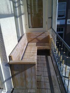 small corner bench for balcony - Belén Morales - Kleiner Balkon - Balcony Furniture Design Small Balcony Design, Outdoor Decor, Small Corner, Balcony Curtains, Corner Bench, Wooden Bench, Diy Patio, Balcony Railing, Balcony Bar