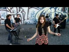 Music video by La Oreja de Van Gogh performing Inmortal. (C)2008 SBME ESPAÑA, S.L.