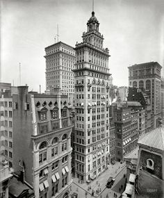 Gillender Building, New York c. 1900 Stunning architecture and easy to isolate that building Old Pictures, Old Photos, Vintage Photos, Rare Photos, Fosse Commune, Shorpy Historical Photos, Vintage Architecture, Neoclassical Architecture, New York Photos