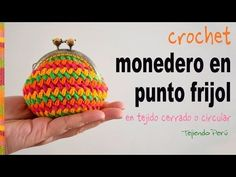 Mini crocodile crochet stitch (or sequin stitch) - Tejiendo Peru Love Crochet, Beautiful Crochet, Crochet Yarn, Crochet Stitches, Crochet Patterns, Crochet Coin Purse, Crochet Purses, Purse Tutorial, Tapestry Crochet