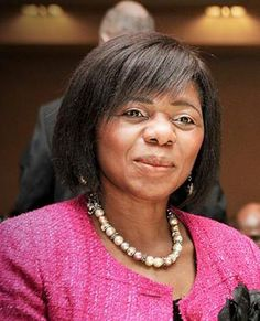 Thulisile Madonsela: Thulisile Madonesla is South Africa's Public Protector. She is also a human rights lawyer and equality expert. Human Rights Lawyer, Global News, Celebrity Gossip, Equality, Communication, Public, Celebrities, Places, Woman