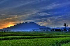 Selalu suka liat foto ini #gununglawu