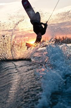 I want to learn to wakeboard Kitesurfing, Surfing Uk, Wakeboarding Girl, Sup Surf, X Games, Water Photography, Burton Snowboards, Skateboard Art, Extreme Sports