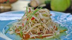 Salat med spirer og  marinert fisk