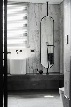7 Amazing Black and White Bathroom Cozy Decoration! Find ideas for Bathroom with many of inspiring photos from design professionals. Bad Inspiration, Bathroom Inspiration, Bathroom Toilets, Bathroom Faucets, Washroom, White Bathroom, Modern Bathroom, Neutral Bathroom, Corner Bath