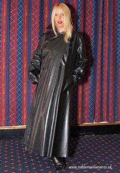 Lovely SBR mac at Mackintosh Society do. Girls Wear, Women Wear, Latex, Lucy Lucy, Rubber Raincoats, Raincoats For Women, Rain Wear, Girls In Love, Black Rubber