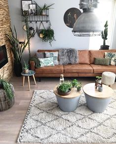 Minimalist Living Room Ideas – Need tips on mastering the ins as well as outs . Minimalist Living Room Ideas – Need tips on mastering the ins as well as outs … , Home Living Room, Apartment Living, Interior Design Living Room, Living Room Designs, Living Room With Desk, Living Room Decorations, Living Room With Plants, Earthy Living Room, Living Room Decor Brown Couch