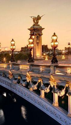 Ma vie á Paris: Pont Alexandre at dusk.