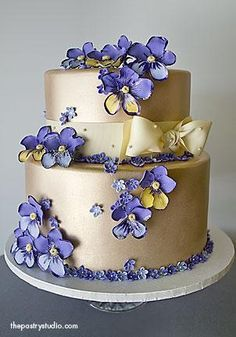 Lavender and Gold #wedding #cake