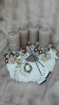Christmas Advent Wreath, Winter Christmas, Christmas Time, Christmas Decorations, Xmas, Door Wreaths, Home Deco, Pillar Candles, Diy And Crafts