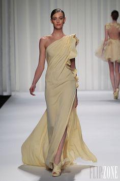 Abed Mahfouz - Alta-Costura - Primavera-Verão 2013 - http://pt.flip-zone.com/fashion/couture-1/independant-designers/abed-mahfouz-3414