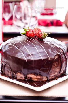 Chocolate cake, mascarpone cream and berries Let Them Eat Cake, Chocolate Cake, Berries, Pudding, Cream, Sweet, Desserts, Food, Mascarpone