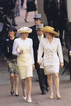 Princess Diana and Sarah, Duchess of York at the Royal Ascot  Source: (x)