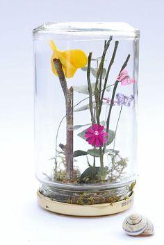 Frühling im Glas oder ein sorgenfreies Terrarium. Eine schöne Upcyvling Idee für groß und klein.