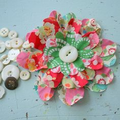 http://nestdecorating.typepad.com/nest_decorating_designs/2009/05/fabric-flower-tutorial-1.html
