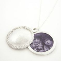 MARIJE GEURSEN-NL 'Let me hide myself in thee' by marijegeursen.nl [Locket with decoration of casted hair. Diamond Are A Girls Best Friend, My Design, Diamonds, Students, It Cast, Jewelry Design, Jewellery, Decoration, Silver