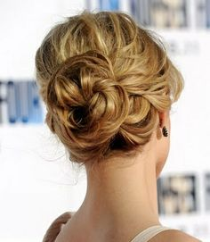 This looks like something easy and fast to do for bridesmaid hair. (Covers the ear too hehehe)