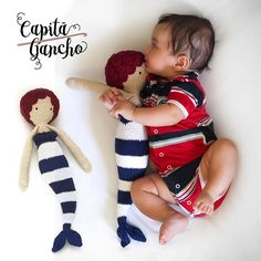 Chegou mais uma sereia, para encantar os baby marinheiros! ❤ Cores personalizadas e design de LalyLala. Todos os produtos da Capitã Gancho Crochê são feitos com linhas 100% algodão e enchimento antialérgico. Peça sob encomenda! ----- Encomendas:  capitaganchocroche@hotmail.com ✈ Enviamos para todo o Brasil ----- #croche #crochet #feitoamão #handmade #crochetaddict #praiadepipa #pipabrasil  #baby #kidsroom #design  #mermaid #love #brinquedos #artesanato #heklanje  #amigurumi #craftastheraphy