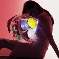 Yang.  lampe 2000  Carlotta De Bevilacqua  polycarbonate, acrylique, fluorescentes et microprocesseur ed artemide