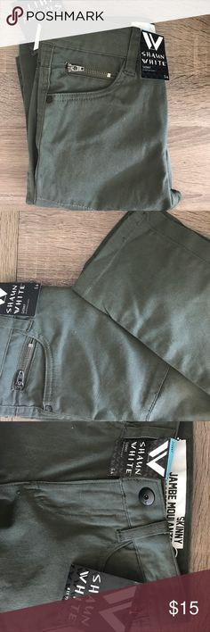 -Shaun White- Boys Skinny Jeans Description: Skinny Jambe Moulante olive green pants with adjustable waist.   Brand: Shaun White  Color: Olive Green  Material: 98% Cotton 2% Spandex  Size: 6  Measurements/Fit: Adjustable waist  Condition: New with tags Shaun White Bottoms Jeans