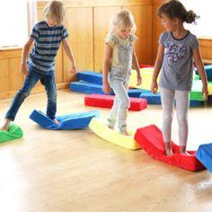79-xxxxx_RIWI_04_web Pediatric Ot, Seasons Kindergarten, Felt Tree, Learning Games, Group, Cuddling