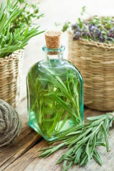 Make Your Own Natural Vinegar Hair Rinse Apple Cider Vinegar Cellulite, Apple Cider Vinegar For Hair, Lillet Berry, Rosemary Water, Vinegar Hair Rinse, Rides Front, Shampoo Bar, Ginger Ale, Herbalism