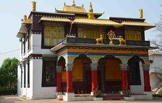 Mainpat in Chhattisgarh houses Tibetan immigrants. Road Construction, Indian Architecture, Main Attraction, Karnataka, India Travel, Incredible India, Tibet, Beautiful Places, House Styles