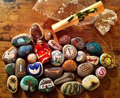hand painted story stones - makes a great, unique gift that kids can do for their friends <3