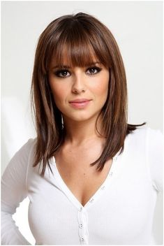 Medium length. Shoulder length. Hairstyle. Full front bangs. Brunette. Perfect haircut for all ages. #HairstylesForWomenWithRoundFaces