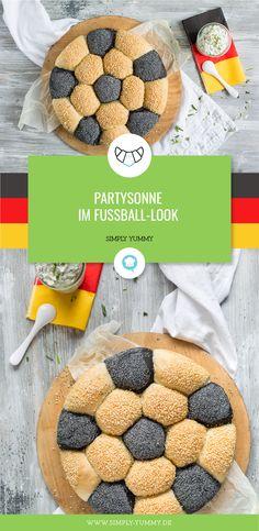Schluss mit Standard-Brötchensonne. Zur diesjährigen WM gibt es von uns ein Rezept zu einer coolen Fußball-Partysonne! #rezepte #wm #wm2018 #russland2018 #fußballwm #lecker #brötchensonne #wmsnacks #partyfood #fingerfood #grillen #fußballabend #fußballsnacks