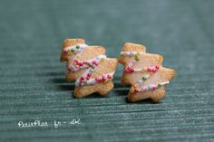 Hey, I found this really awesome Etsy listing at https://www.etsy.com/listing/205571366/christmas-tree-earrings-xmas-cookie