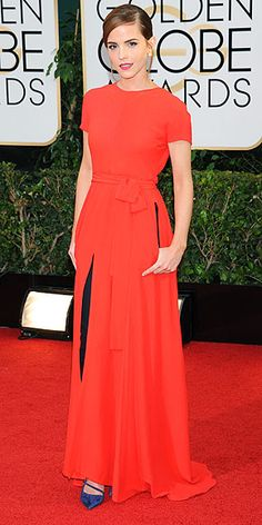 Golden Globes 2014 Dresses Emma Watson wore an outfit from the Dior Couture collection – a red backless dress with slim black trousers – accessorised with Roger Vivier heels and Dior pearl earrings. Style Emma Watson, Emma Watson Casual, Emma Watson Estilo, Roger Vivier, Christian Dior Couture, Red Backless Dress, Dress Red, Look Fashion, Fashion Tips