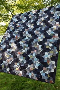 Maryse Makes Things: Man Quilt {Finish}. Pattern is Ups and Downs by Sarah Fielke in her book Hand Quilted With LoveMaryse Make Things: beautiful shaded nine patch with Parson Grey fabrics (pinned for inspiration-subscription to bloodspot required)interes Man Quilt, Boy Quilts, Scrappy Quilts, Shirt Quilts, Amish Quilts, Quilting Blogs, Quilting Projects, Quilting Designs, Quilting Ideas
