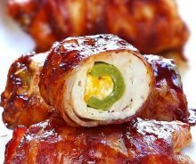 Get your tastebuds ready for a Bacon BBQ Chicken Bombs, it has chicken, cheese, bbq sauce, bacon and jalapeno. Bacon Recipes, Appetizer Recipes, Cooking Recipes, Healthy Recipes, Meat Appetizers, Rib Recipes, Bacon Meals, Cooking Tips, Cheese Recipes