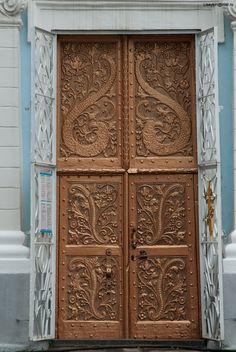Входные двери, собор Рождества Богородицы, Глубокое, Беларусь
