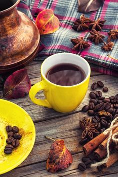 Coffee in the fall - Cup of black coffee on background with warm blanket strewn with autumn leaves I Love Coffee, Black Coffee, Coffee Break, My Coffee, Morning Coffee, Coffee Corner, Coffee Cafe, Coffee Drinks, Coffee Photography