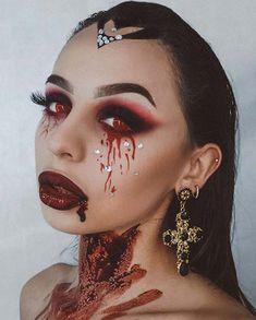 Creepy Halloween Makeup, Amazing Halloween Makeup, Halloween Makeup Looks, Halloween Kostüm, Dracula Halloween Costume, Cute Clown Costume, Creepy Makeup, Face Makeup, Old English