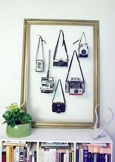 I need to get me some more vintage cameras! Great way to show off your vintage camera collection. Hang them on the wall with a vintage frame. Camera Decor, Camera Art, Camera Frame, Diy Inspiration, Decoration Inspiration, Old Cameras, Vintage Cameras, Antique Cameras, Vintage Frames