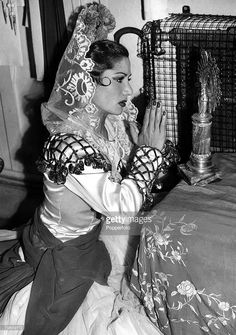 london-england-15th-june-1948-spanish-gypsy-dancer-carmen-amaya-prays-picture-id79659712 (721×1024)