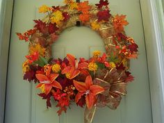 How to Decorate a Large Fall Straw Wreath thumbnail Diy Spring Wreath, Fall Wreaths, Diy Wreath, Wreath Ideas, Fall Crafts, Christmas Crafts, Diy Straw, November Crafts, Straw Wreath