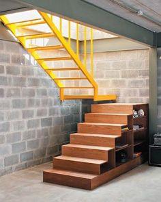 Se liga nessa escada!  Projeto do arquiteto Tito Ficarelli aqui em São Paulo.  Gabriel Arantes #ideiasdiferentes #referencia